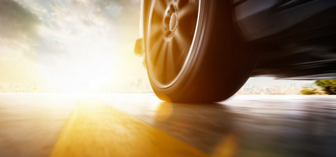"""Bezpieczeństwo i komfort jazdy - czym wyróżniają się opony """"złotego środka""""?"""