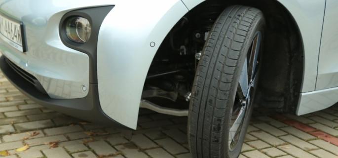Rozmiar opon a bezpieczeństwo jazdy. Czy szersze gumy zawsze są lepsze?