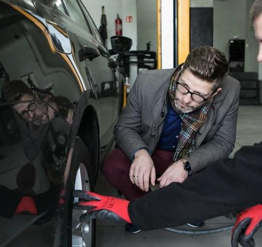 Ekonomiczny styl jazdy: jaka opona będzie najlepsza i dlaczego? Jak oszczędzać paliwo, by nie zepsuć auta?