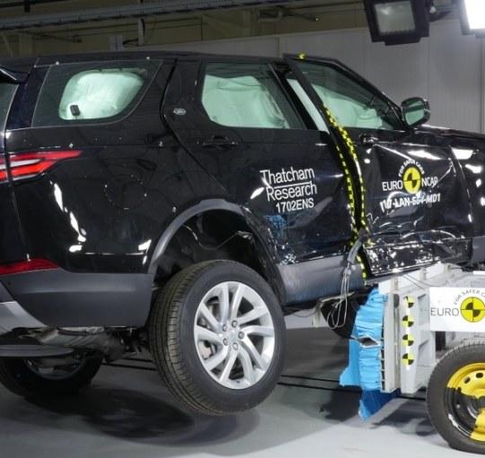 Jak wybrać bezpieczne auto? Co oznaczają gwiazdki w crash testach?